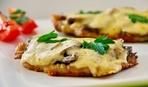 Отбивная с сыром и грибами