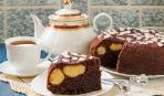 Вкусный пирог с шоколадом и творожными шариками