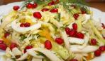 Простой салат из пекинской капусты с кальмарами