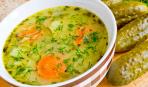 Простой суп с солёными огурцами