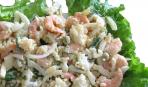Сытный салат с креветками и каперсами