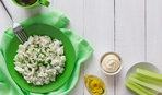 Куриный салат с оливками и сельдереем  – вкусное украшение стола