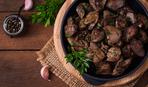 Куриная печень в красном вине с луковым вареньем