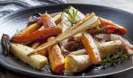 Диетический обед: запеченные морковь и пастернак с луком