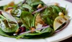Весенний салат со шпинатом и грушей