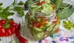 Салат с перцами и огурцом