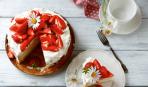 """Нарядный бисквитно-клубничный торт """"Флирт"""""""