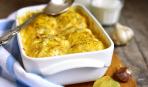 Просто і смачно: молода картопля, запечена с сиром