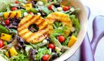 Фруктовый салат с манго и помидорами