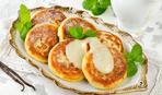 Сырники с изюмом: лайфхак-рецепт сырников на сухой сковородке