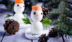 Прикрашаємо новорічний стіл: сніговики з яєць