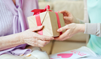 Що подарувати на Новий рік матері