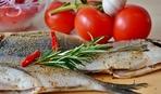 Белая рыба с маслинами и помидорами