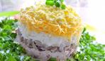 Салат с копчённой курицей и грибами