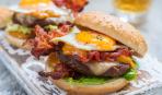 Блюдо дня: бургер с яйцом и овощами