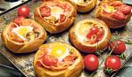 Вкусный завтрак: яичница в булке