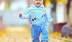 Осенние прогулки с ребенком: как одевать и когда гулять