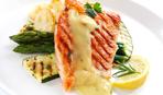 Запеченный лосось под сырным соусом