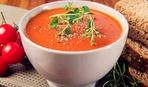 Томатный суп с соусом песто
