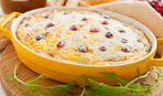 Что приготовить на десерт: творожный пудинг с изюмом