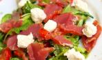 Салат из утиных ножек с вишней, кресс-салатом и сыром фета