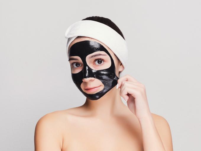 Чёрная маска: рецепт с углём и желатином
