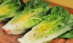 Жареный салат-латук с мятным соусом