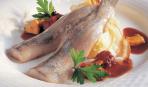 Радость гурмана: сельдь с картофельным пюре и соусом из сушеных фруктов по-норвежски