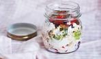 Полезный и вкусный десерт: творог с вишней и сухофруктами