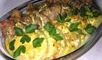 Шницели  из  куриных  голеней  с  курагой  и  ананасами  под  сливочным  соусом