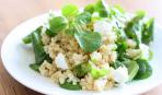 Салат с кус-кусом, фетой и шпинатом
