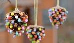 Новогодние игрушки на елку из шишек своими руками