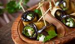 Греческий ужин: баклажановые рулетики с мятой и фетой