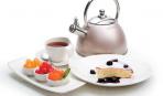 Что приготовить на десерт: творожное суфле с соусом из чернослива, красного вина и горького шоколада