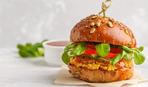 Бургер с норвежской семгой и свежей зеленью