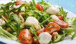 Зеленый салат с козьим сыром - быстрый и легкий