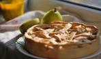Что приготовить на десерт: Пирог с творогом и грушами