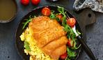 Завтрак гурманов: круассаны с омлетом и курицей
