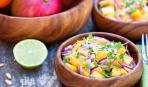 Гурманы, точно, оценят: салат из редиса, манго и яблока