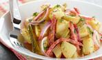 Теплий салат з молодою картоплею і ковбасками - Правила сніданку