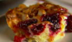 Персиковый пирог с ягодами