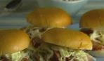 Сэндвичи со свининой и капустным салатом
