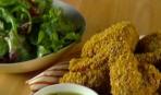 Куриные крылышки с салатом месклун