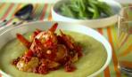 Креветки в томатном соусе с полентой