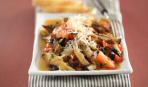 Жареные баклажаны с овощной горкой