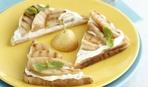 Идея простого и вкусного завтрака: тосты с грушами и творогом