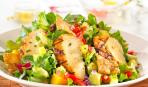 Салат с курицей, салатом и плавленым сыром