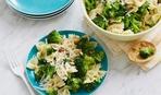 Необычный салат из фузилле брокколи и арахиса