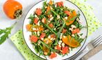 Салат с соленым лососем и хурмой