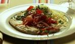 Камбала с томатно-луковым рагу